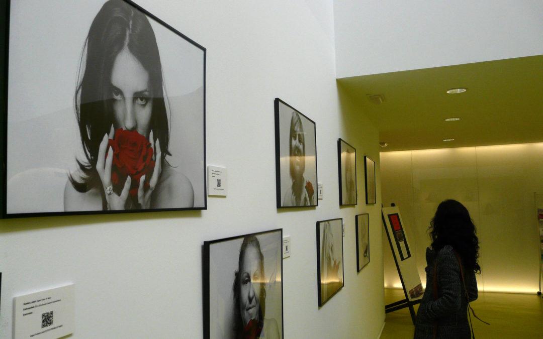 """AMDEM visita la exposición de fotografía """"20 Rosas"""""""